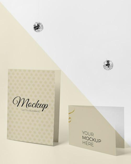 Convite mock-up com bolas de discoteca Psd grátis