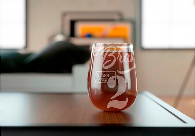 Copo com design de maquete de bebida Psd Premium