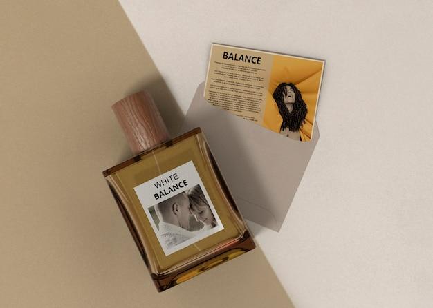 Descrição do perfume perto do frasco de perfume Psd grátis