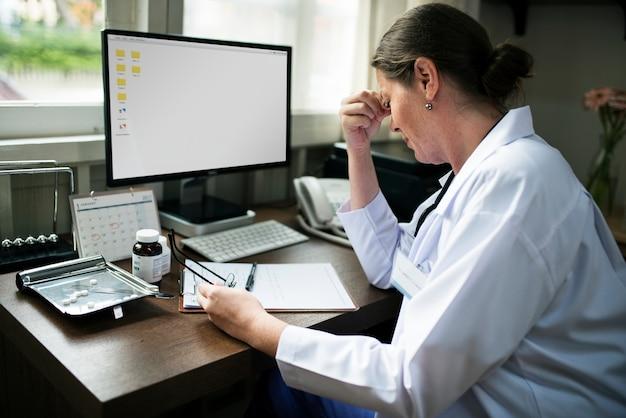 Doutor, escrita, um, prescrição Psd Premium