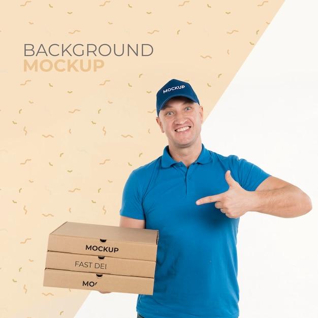 Entregador segurando um monte de caixas de pizza Psd grátis