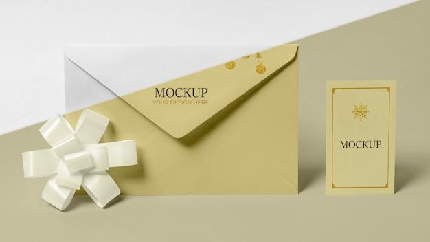 Envelope com vista frontal do cartão de convite Psd Premium
