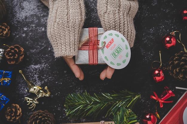 Etiqueta de presente de natal na caixa de presente Psd grátis
