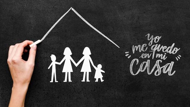 Família gay com crianças sob o mesmo modelo de telhado Psd grátis