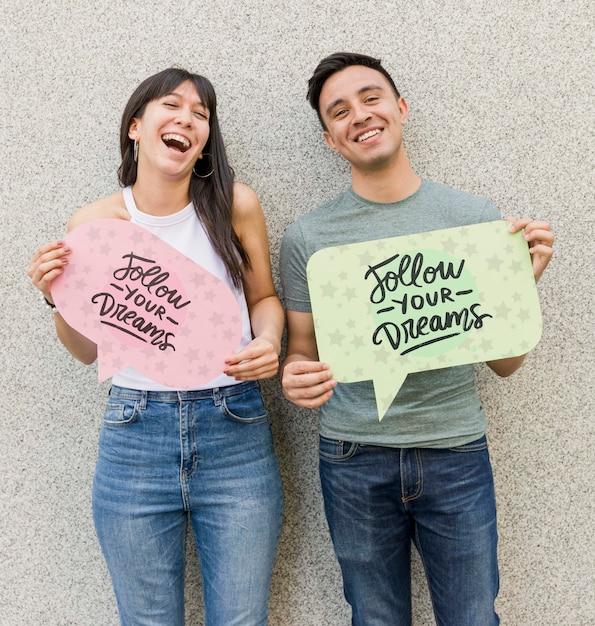 Feliz homem e mulher posando Psd grátis