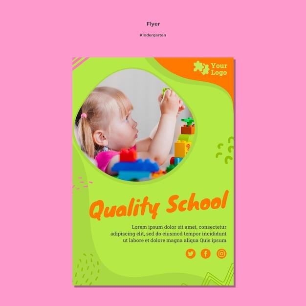 Folheto a5 do jardim de infância com foto Psd grátis