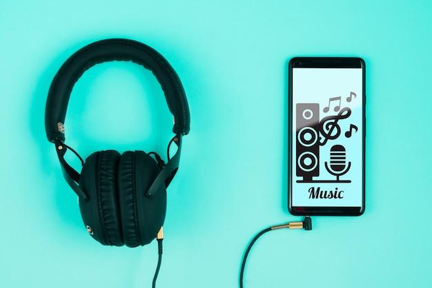 Fones de ouvido conectados no smartphone Psd grátis