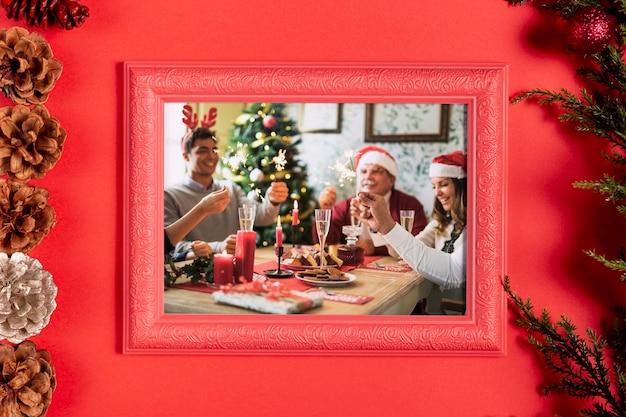 Foto de família emoldurada com pinhas Psd Premium
