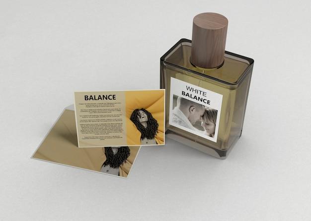 Frasco de perfume com descrição Psd grátis