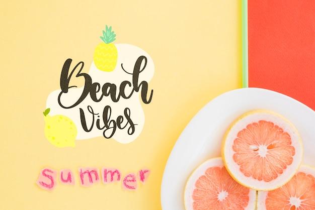 Fundo de rotulação de verão com frutas Psd grátis