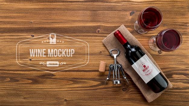 Garrafa de vinho de vista frontal e copos com cópia-espaço Psd grátis