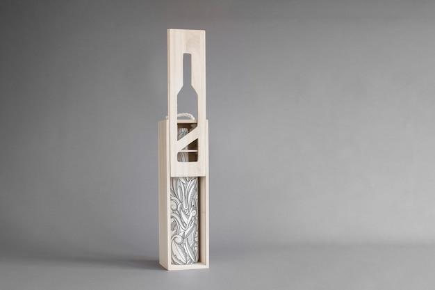 Garrafa de vinho em maquete de caixa de madeira Psd grátis