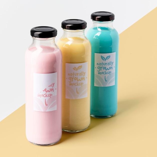 Grande variedade de garrafas de suco transparente Psd grátis