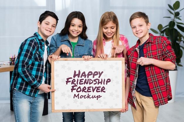 Grupo de crianças felizes juntos Psd grátis