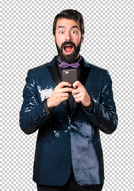 Homem bonito com paletó de lantejoulas falando ao celular Psd Premium
