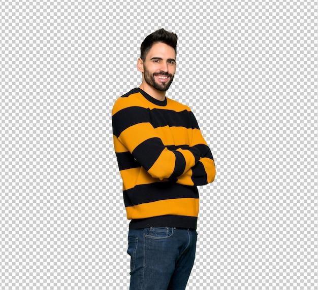 Homem bonito com suéter listrado com braços cruzados e olhando para a frente Psd Premium