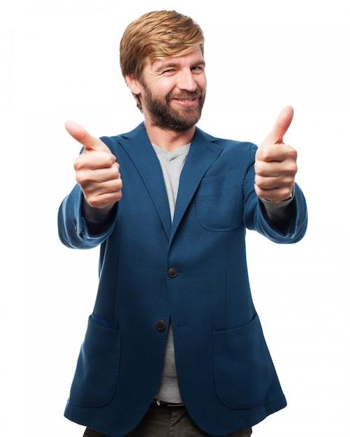 Homem com polegares acima Psd grátis