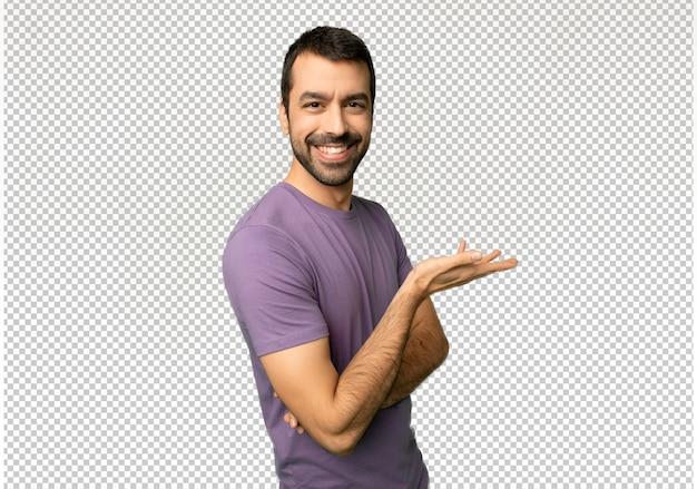 Homem considerável que apresenta uma ideia ao olhar de sorriso para Psd Premium