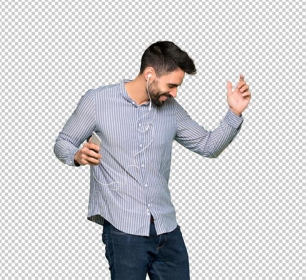 Homem elegante com camisa ouvindo música com o telefone Psd Premium
