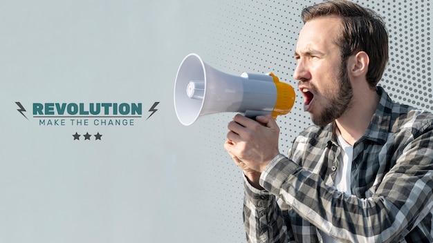Homem irritado gritando através de megafone Psd grátis