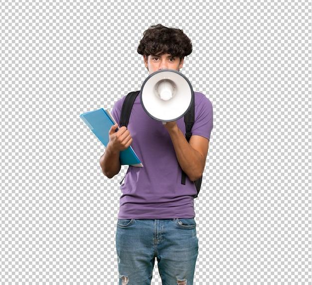 Homem jovem estudante gritando através de um megafone Psd Premium