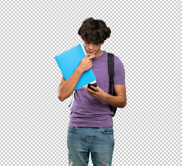 Homem jovem estudante pensando e enviando uma mensagem Psd Premium