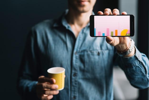 Homem, mostrando, smartphone, modelo Psd grátis