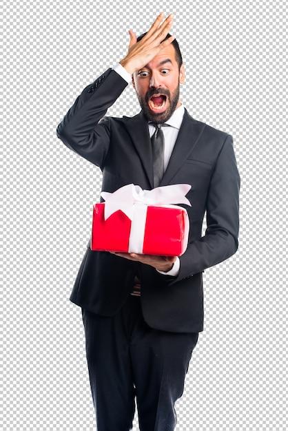 Homem negócios, segurando, um, presente Psd Premium