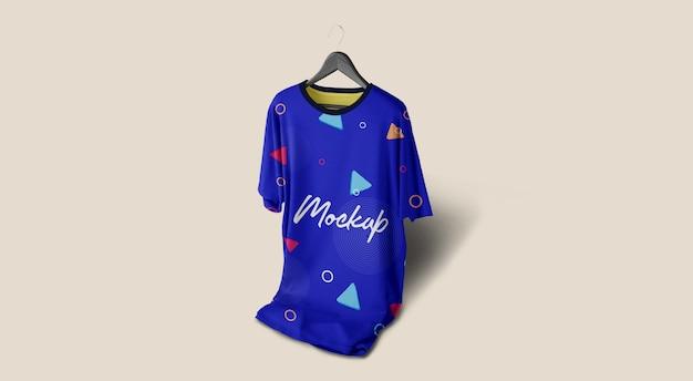 Homem tshirt mockup azul pendurado Psd Premium