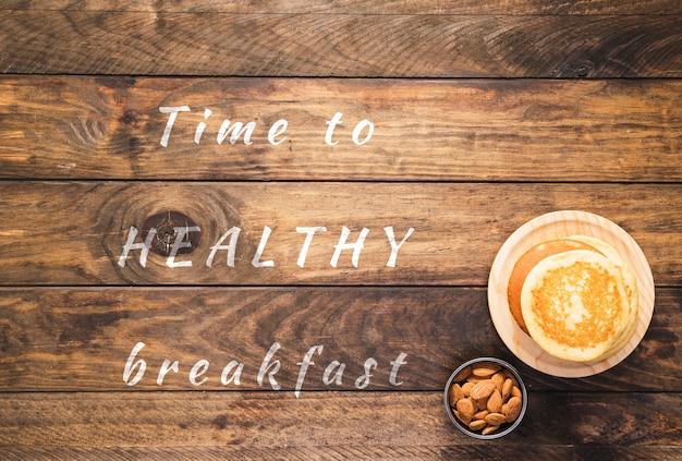 Hora de pequeno-almoço saudável citação na placa de madeira Psd grátis