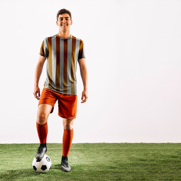 Jogador de futebol posando Psd grátis