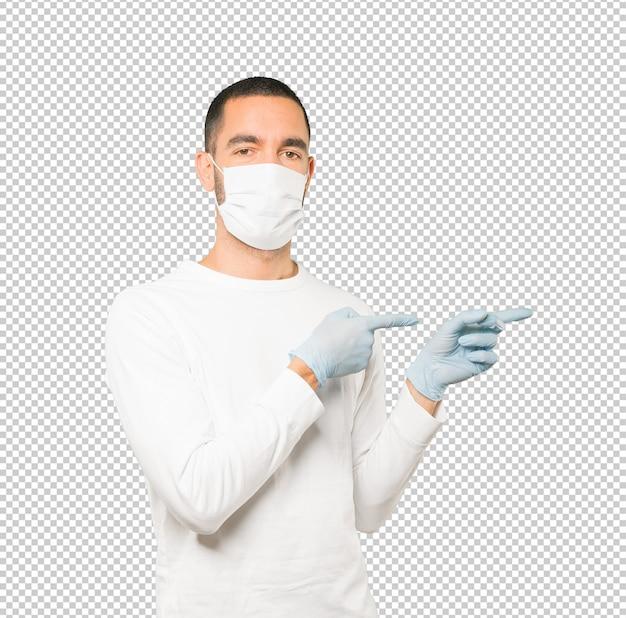 Jovem, fazendo conceitos e usando máscara e luvas de proteção Psd Premium
