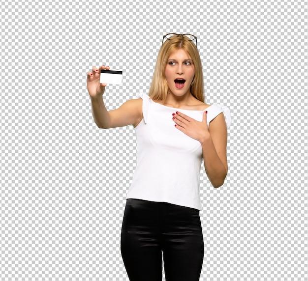Jovem, loiro, mulher, com, perturbado, segurando, quebrada, smartphone Psd Premium