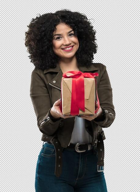 Jovem mulher segurando um presente Psd Premium