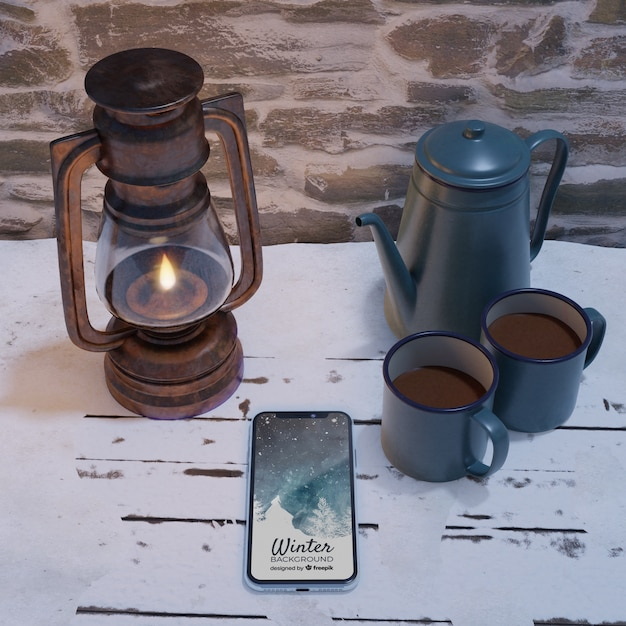 Lanterna e chaleira com chá quente ao lado do celular Psd grátis
