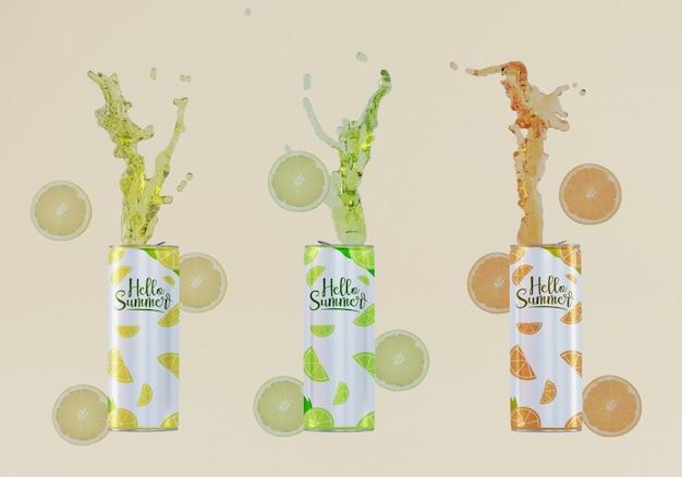Latas de refrigerante de frutas com fundo bege Psd grátis