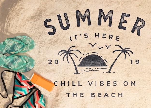 Letras de fundo de verão com elementos de praia Psd grátis