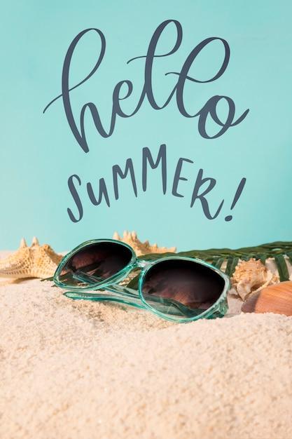Lettering cartão de verão com elementos de praia Psd grátis