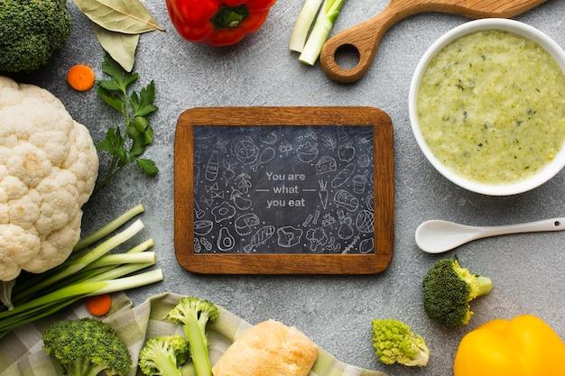 Lousa com legumes saudáveis Psd grátis
