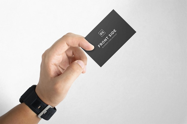 Mão segurando a maquete do cartão de visita Psd Premium