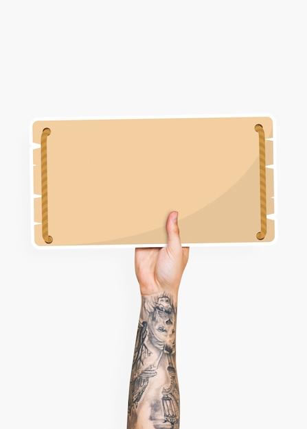 Mão segurando um suporte de papelão de sinalização em branco Psd Premium