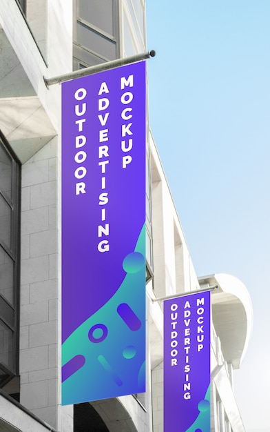 Maquete da cidade de rua cartaz ao ar livre banner publicidade na bandeira vertical Psd Premium
