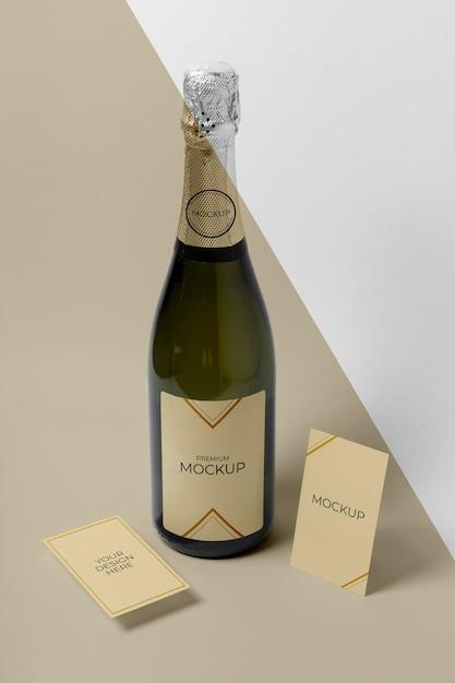 Maquete da garrafa de champanhe com vista elevada Psd grátis