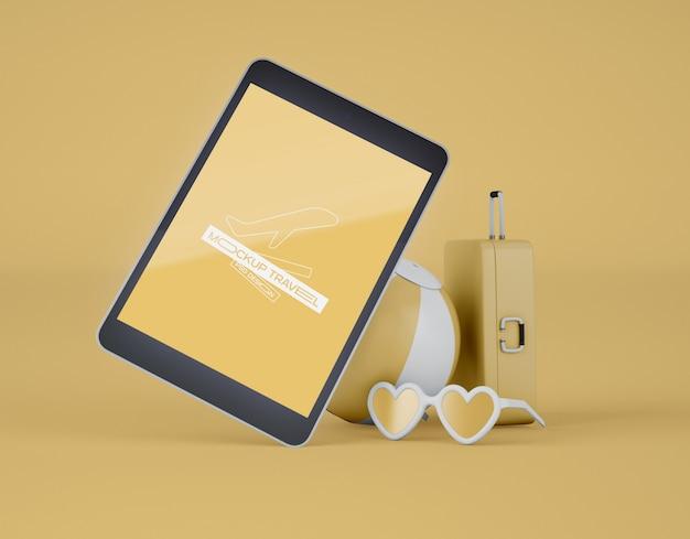 Maquete da tela tablet digital. viagem de verão e o conceito de viagens. Psd Premium