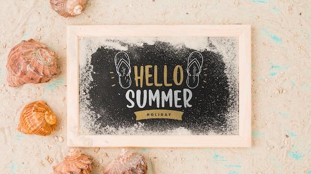 Maquete de ardósia plana leigos com elementos de verão Psd grátis