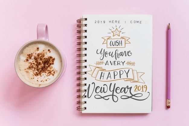 Maquete de caderno com o conceito de ano novo Psd grátis