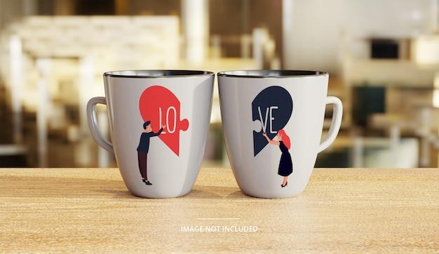 Maquete de caneca de café branco cerâmica casal com fundo de salão Psd Premium