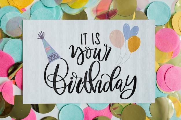 Maquete de cartão de aniversário de vista superior Psd grátis