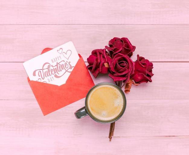 Maquete de cartão de dia dos namorados com café da manhã Psd grátis