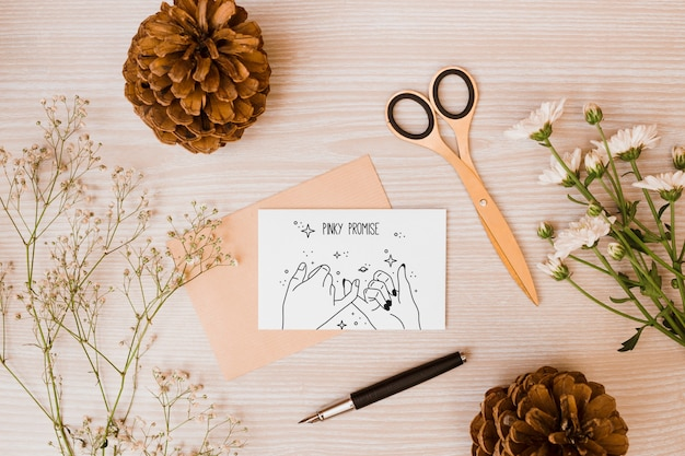 Maquete de cartão de papel com decoração floral Psd grátis